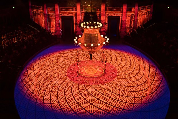 14.-English-National-Ballet-in-Christopher-Wheeldons-Cinderella-in-the-round-c-Ian-Gavan.jpg