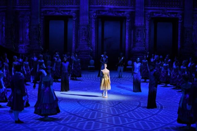 Alina-Cojocaru-in-Cinderella-in-the-round-c-Laurent-Liotardo