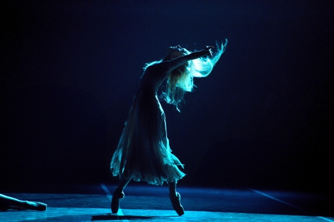 Stina Quagebeur in Akram Khan's Giselle (c) Laurent Liotardo