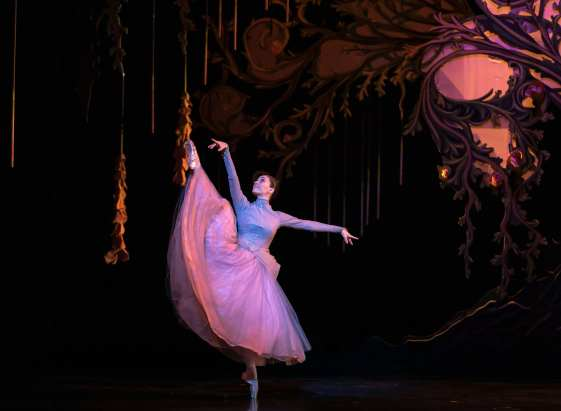 Araminta Wraith in Scottish Ballet's Cinderella by Christopher Hampson. Credit Andy Ross copy